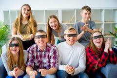 Amis en verres 3D Images stock