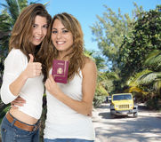 Amis en voyage d'aventure Image libre de droits