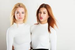 amis ensemble deux jeunes Photographie stock libre de droits