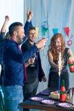 Amis et célébration d'anniversaire Photos libres de droits