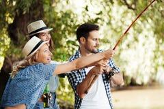Amis et pêche Photos libres de droits