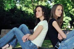 Amis fâchés (adolescentes) en conflit Image libre de droits