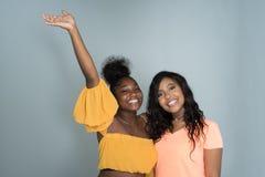 Amis féminins d'Afro-américain Image stock