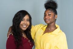 Amis féminins d'Afro-américain Images libres de droits