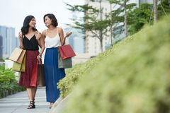 Amis féminins en parc Photos libres de droits