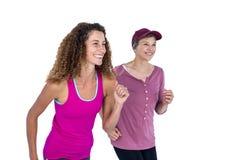 Amis féminins heureux pulsant Photo libre de droits