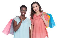 Amis féminins tenant des sacs à provisions Images stock