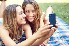 Amis faisant le selfie Photo libre de droits