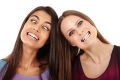 Amis faisant les visages drôles Photo stock