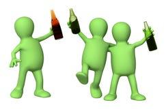 Amis gais avec des bouteilles de bière Image libre de droits