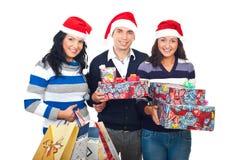 Amis gais avec des cadeaux de Noël Photo stock