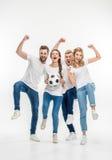 Amis gais avec du ballon de football Images libres de droits
