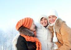 Amis heureux à l'extérieur Image libre de droits