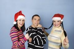 Amis heureux avec le chapeau de Santa Photographie stock