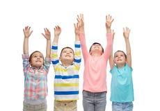 Amis heureux célébrant la victoire Photographie stock libre de droits