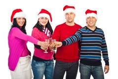 Amis heureux célébrant Noël Image libre de droits