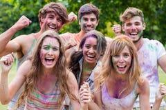 Amis heureux couverts en peinture de poudre Images stock