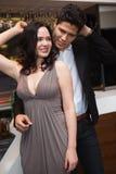 Amis heureux dansant et souriant Image stock