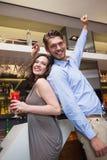 Amis heureux dansant et souriant Photos libres de droits