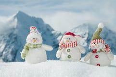 Amis heureux de bonhomme de neige Image stock