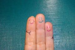 Amis heureux de doigt, doigts peints Image stock