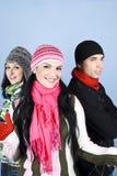 Amis heureux en saison de l'hiver Image stock