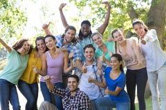Amis heureux en stationnement Image libre de droits