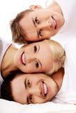 Amis heureux ensemble une femme et deux hommes Images libres de droits