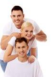 Amis heureux ensemble une femme et deux hommes Photo libre de droits