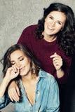 Amis heureux Femmes riants Photos libres de droits