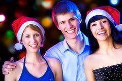 Amis heureux te souhaitant le Joyeux Noël Images stock