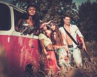Amis hippies multi-ethniques Images libres de droits