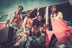Amis hippies sur un voyage par la route Photo stock