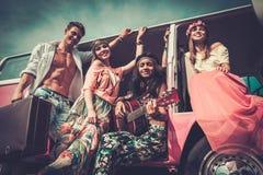 Amis hippies sur un voyage par la route Photo stock