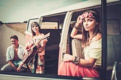 Amis hippies sur un voyage par la route Photographie stock