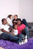 Amis interraciaux et famille Image libre de droits
