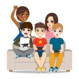 Amis jouant des jeux vidéo illustration libre de droits