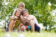 Amis jouant le boule Photo libre de droits