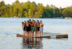 Amis à la colonie de vacances Images libres de droits