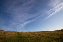 Amis marchant chez Dovedale Thorpe Valley Derbyshire images libres de droits