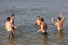Amis masculins en vacances Photos stock