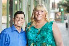 Amis masculins et féminins de transsexuel de sourire Photos libres de droits