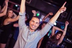 Amis mignons ayant l'amusement et la danse Photo libre de droits