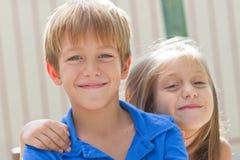 Amis mignons de petits enfants Images libres de droits