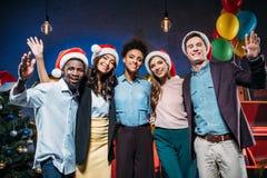 Amis multi-ethniques à la partie de nouvelle année Image stock