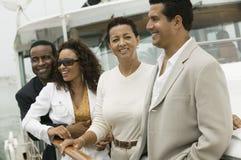 Amis multiraciaux des vacances Images stock