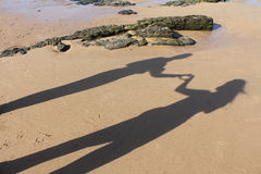 Amis ou amoureux sur la plage Photographie stock