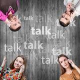 Amis parlant du téléphone Photographie stock libre de droits