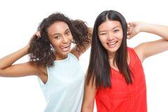 Amis positifs faisant des visages Photographie stock libre de droits