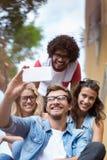 Amis prenant le selfie Image libre de droits